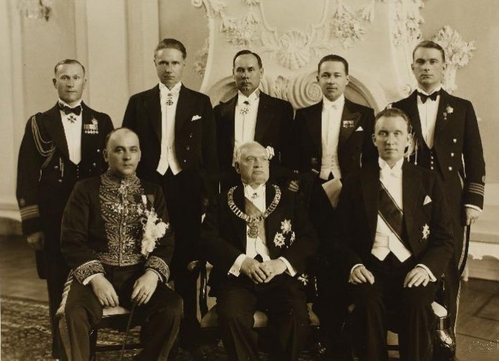Seated, from the left: envoy of Romania, President Konstantin Päts, and Minister of Foreign Affairs Karl Selter. Standing: Herbert Grabbi, Adjutant to the President, Artur Tuldava, Chief of Protocol, Elmar Tambek, Head of the Office, an employee of the Romanian Legation, and Leonhard Teder, Junior Adjunct to the President. Photo: Estonian National Archives